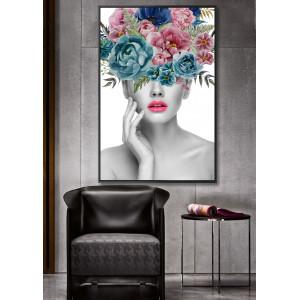 Картина с женщиной в цветах №599