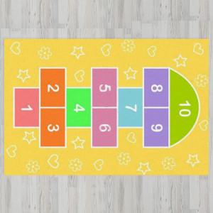 Детский ковер классики на желтом фоне